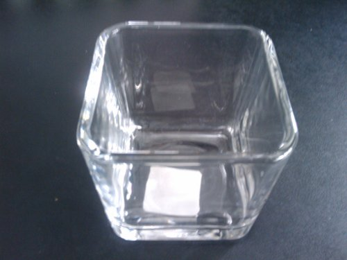 Glass container for the oil lamp.