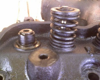 Removing the cylinder head valves