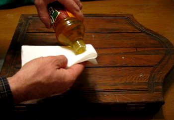 Using wood oil to protect and restore old wood